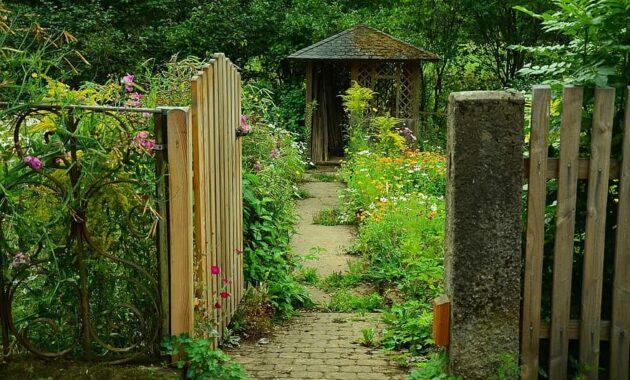 garden garden door cottage garden garden gate garden shed nature entry wood slat door