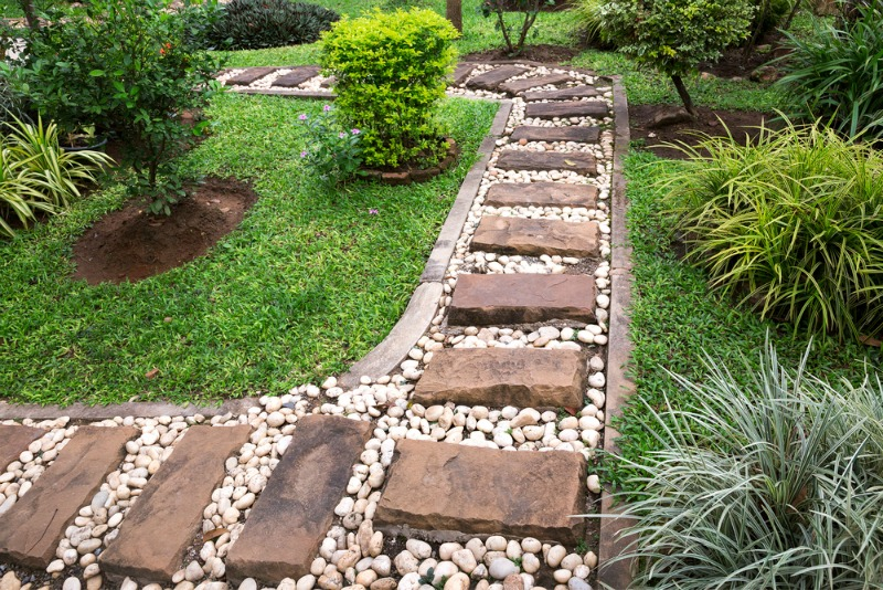 garden path with rocks ideas