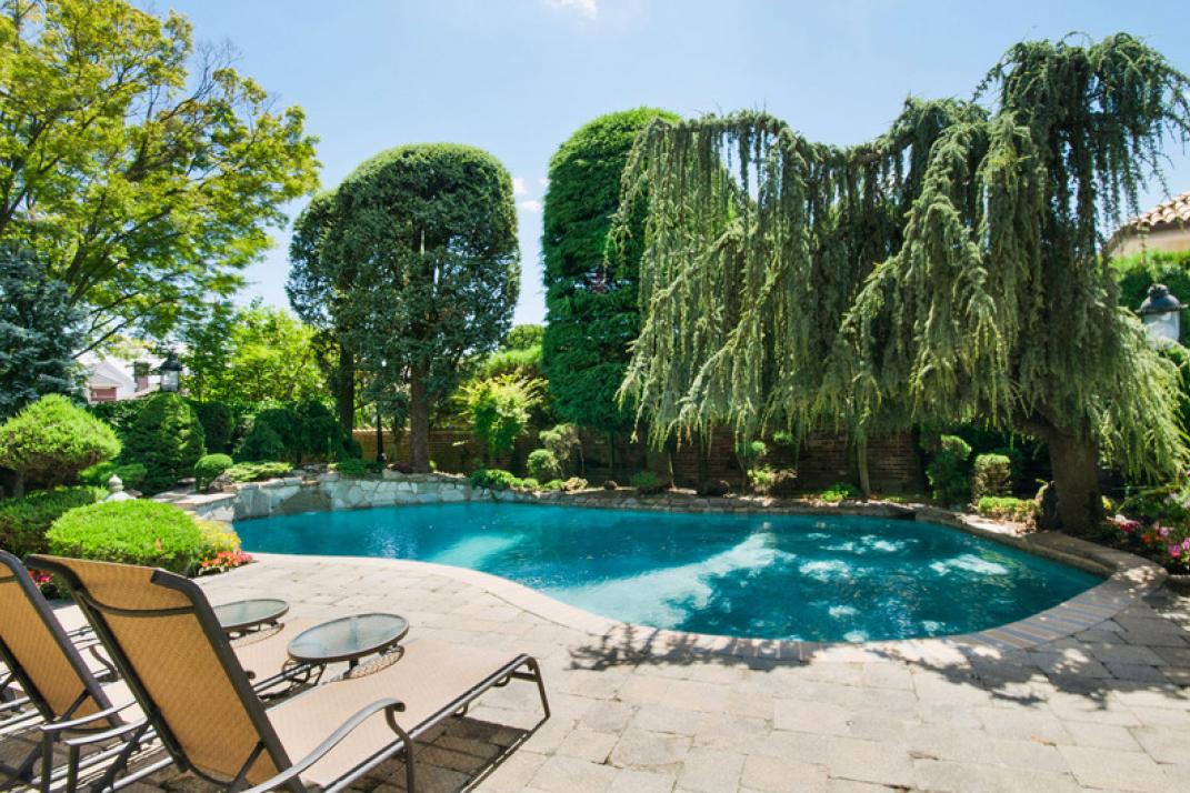 backyard pool landscaping ideas