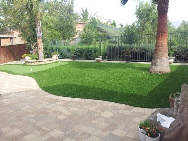 grass and pavers design