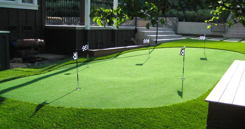 medium size backyard putting green