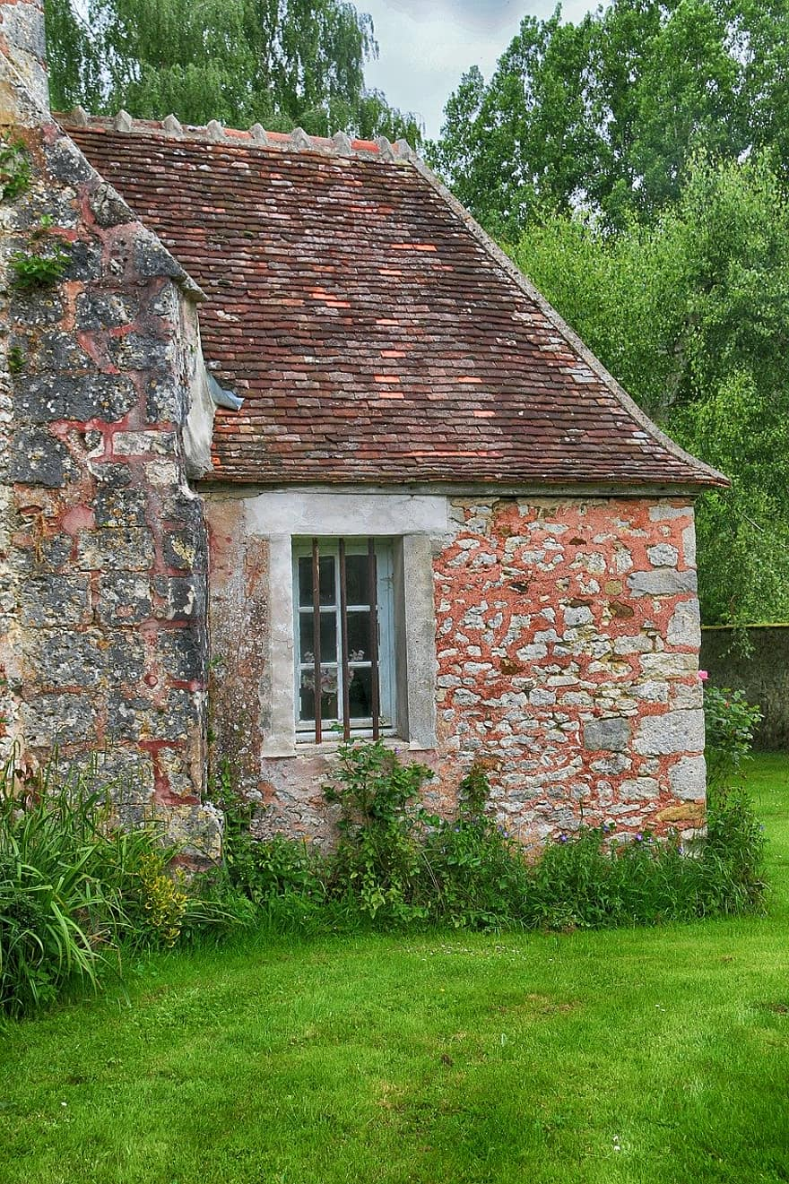 small house house pierre brick old former landscape window green