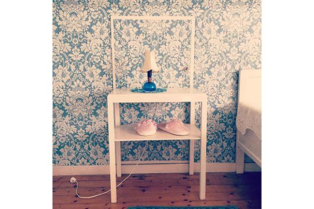 wallpaper slippers bed bedside table bedside lamp lamp pink light blue