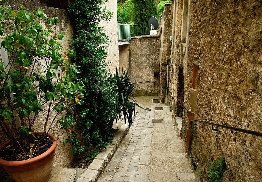 cevennes medieval village lane pavers