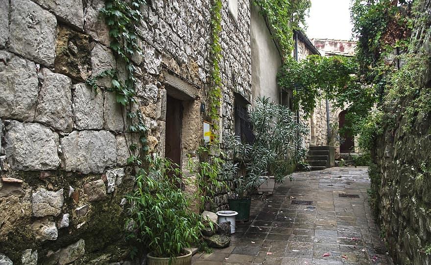 herald the matelles village medieval lane pavers
