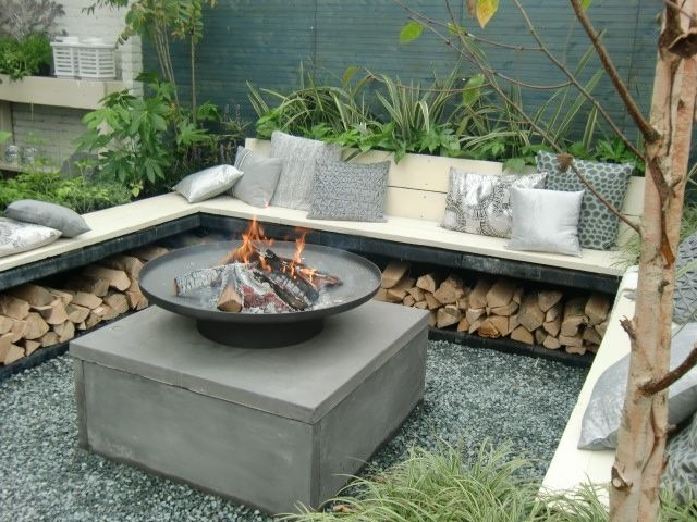 Simple Fire Pit With Lounge Desing