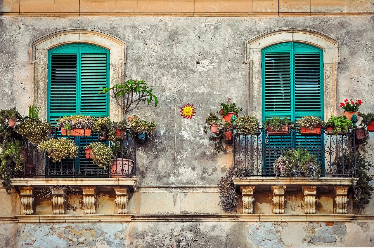 small apartment patio ideas 1