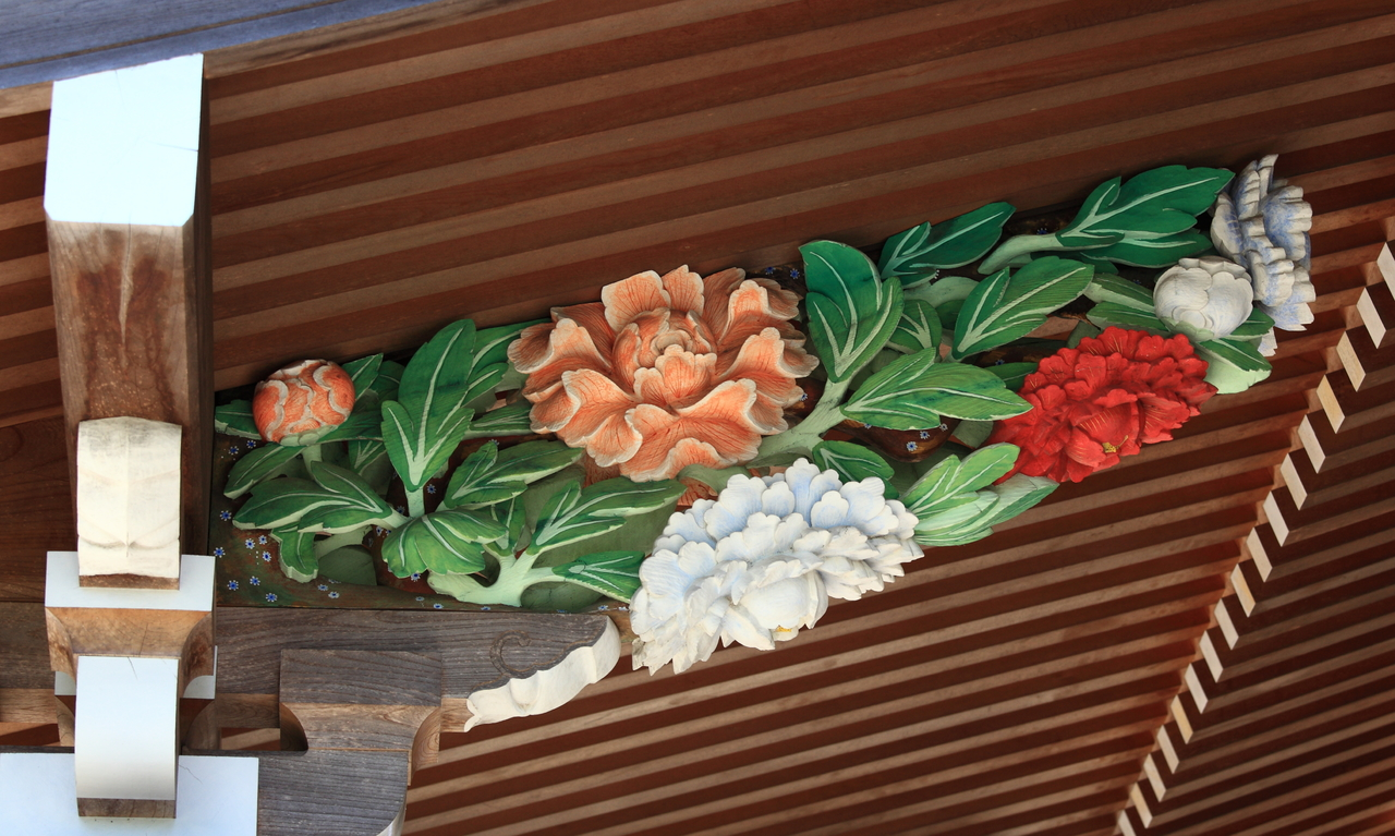metal yard decoration with flower sculpture