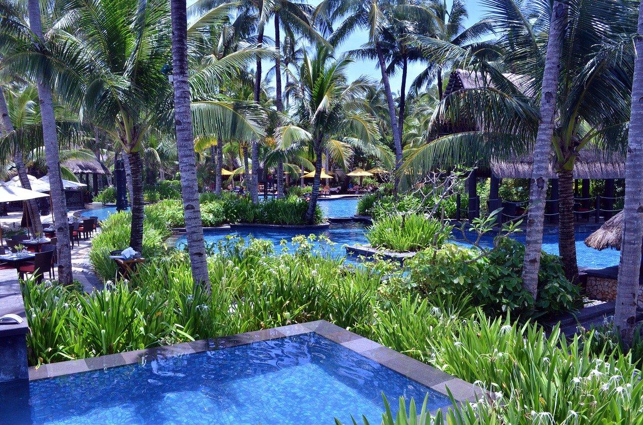 pool decoration ideas, pool decor, best pool decor, best pool ideas, best pool design