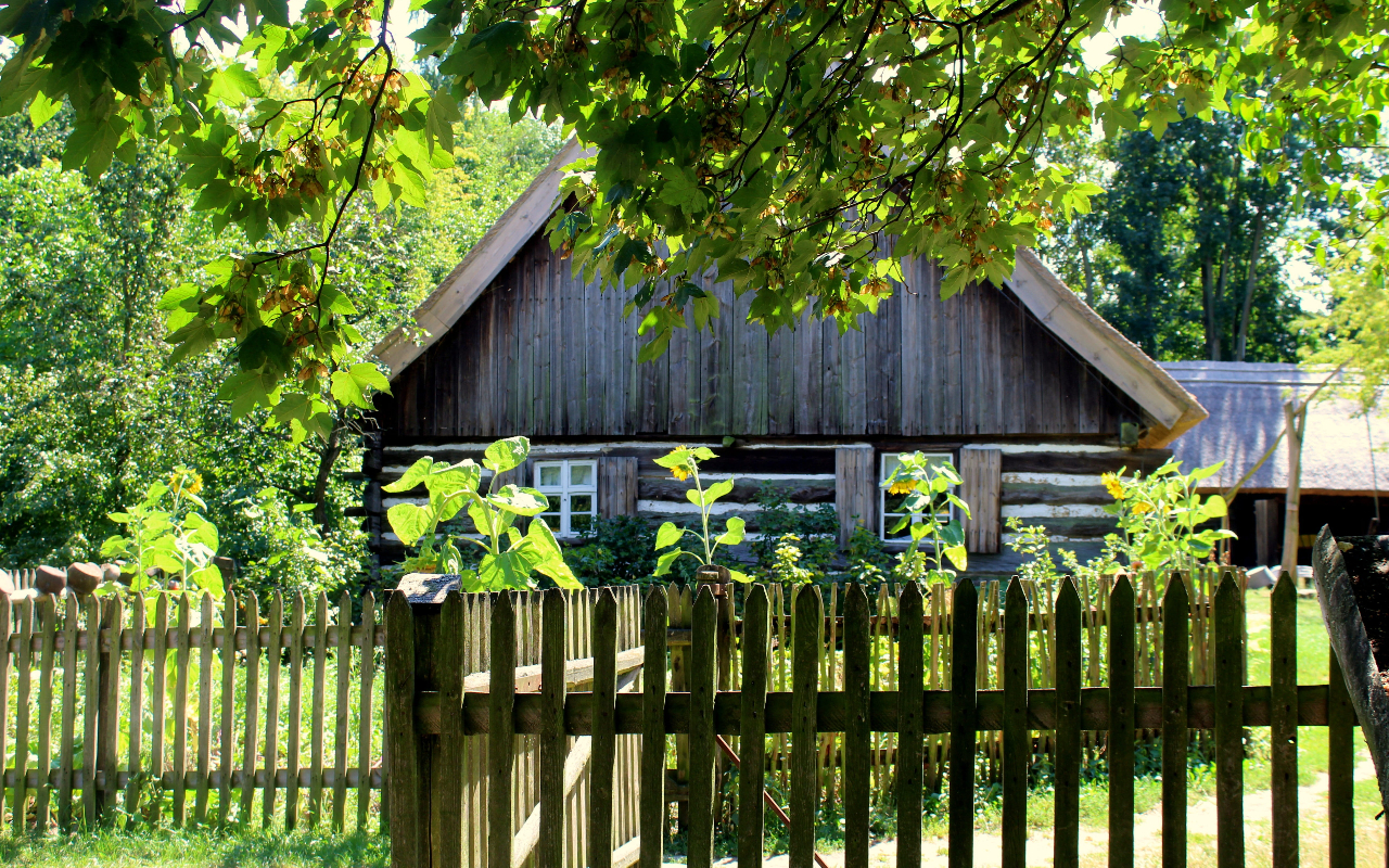 wooden fence decoration for small and medium house espesially for farmhouse design