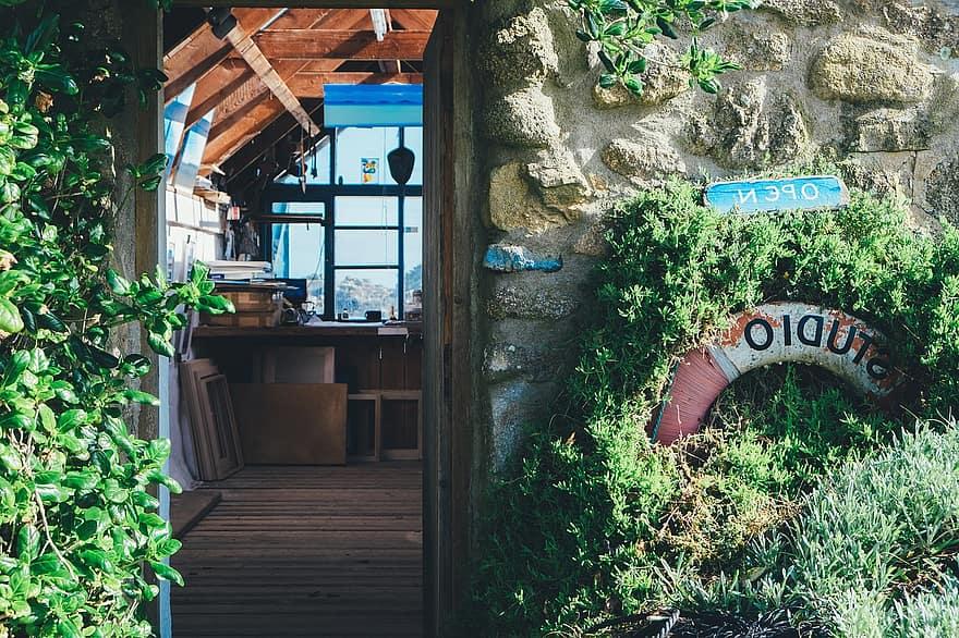 house home shack cabin workshop studio wood beams frames