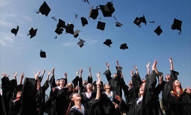 university student graduation hats