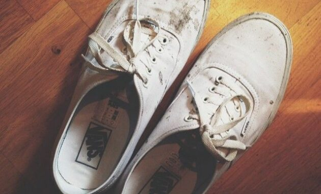 dirty white vans