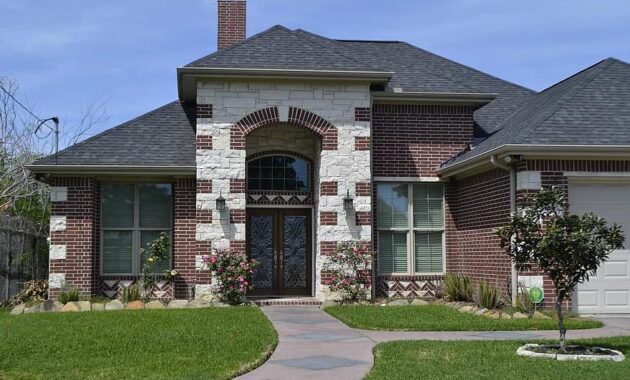 gardening garden house lawn architecture home driveway roof suburb - Florida Landscaping