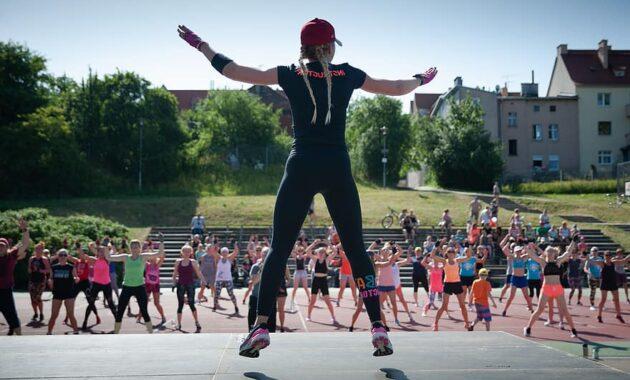 zumba instructor trainer party marathon sport exercise dance women