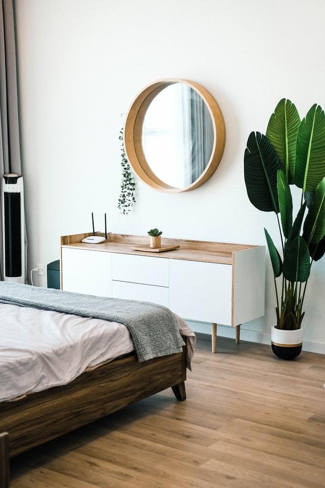 gold bedroom mirror ideas