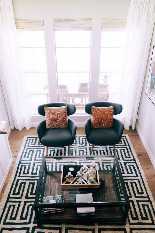 living room design with dark blue accent