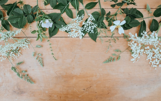 wall decor ideas with flower and wood accent
