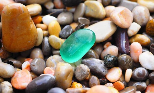 pebbles stones colorful roundish color colorful scree pebble erosion steinig How to Get Rid of Snakes Under Concrete Slab