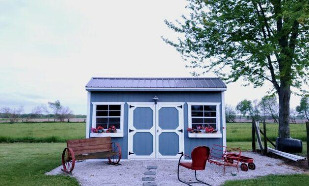 Backyard tiny house for studio